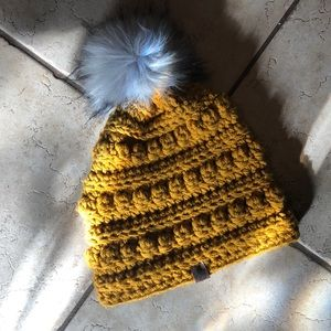 Handmade chunky knit toque with faux fur pompom